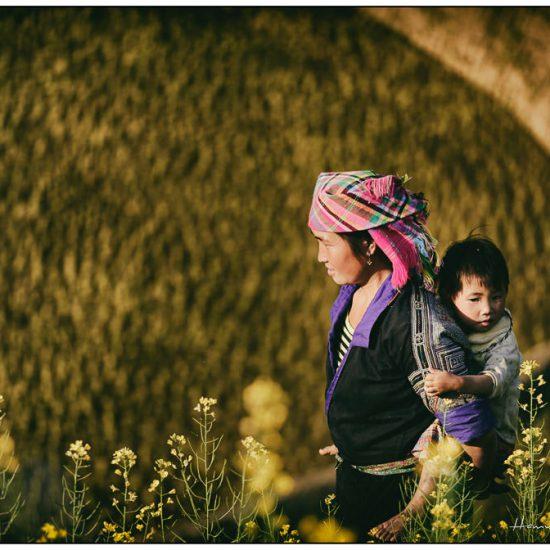 hmong woman and child near mu cang chai