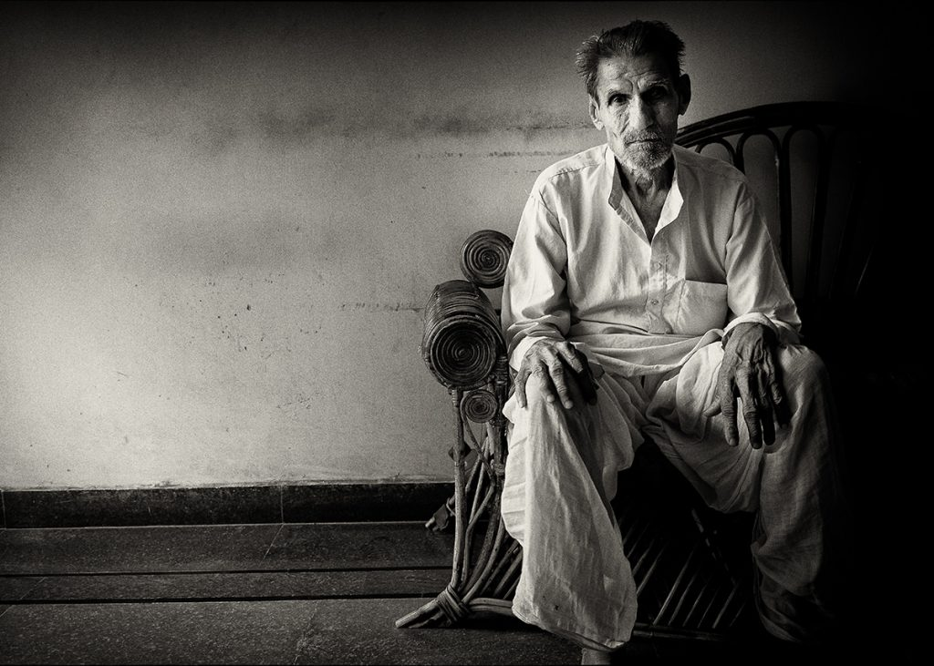 An old man waits in a waiting room in Jaipur © Hamish Scott-Brown